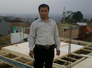Wawan Darmawan, lagi di lokasi proyek Pembangunan Rumah di Ujung Berung, Bandung